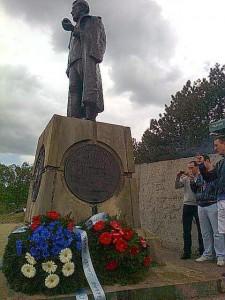 Draza statue on Ravna Gora with wreaths May 10, 2014 courtesy of Mića Leontijević