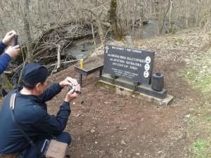 Spomenik 13.03 2018. podignut 2003.